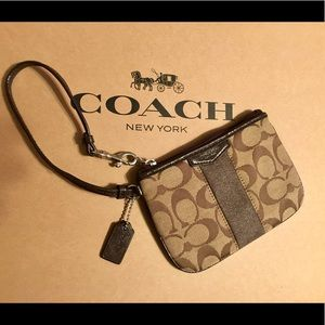 💛🌴Coach Small signature C Wristlet 💛🌴